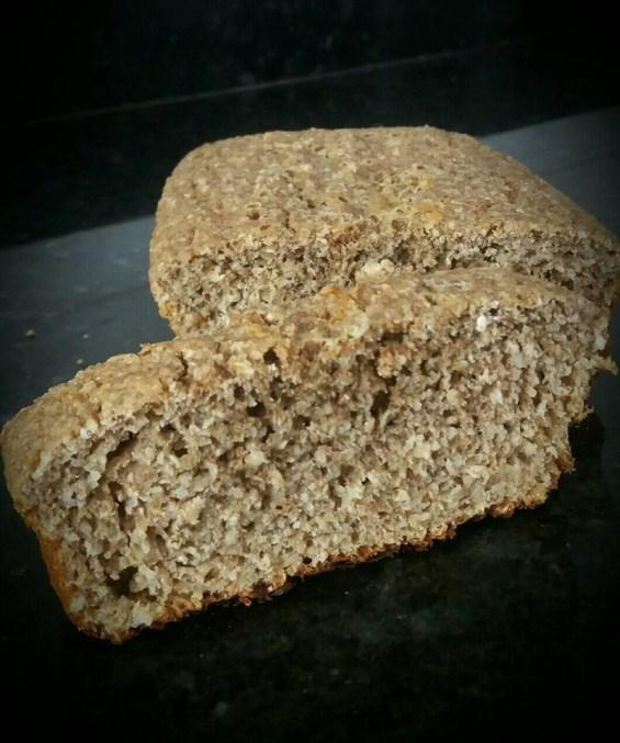 pão de farelo de aceia e trigo
